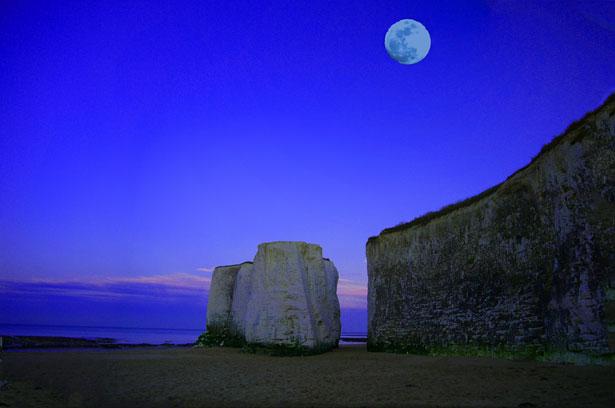 moon-sea-cliff-137421298933417ekb