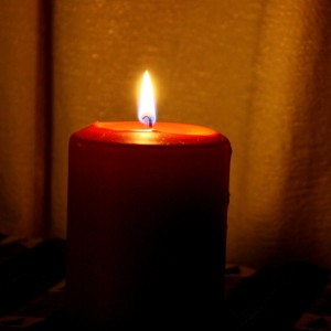 red_burning_candle-600x600